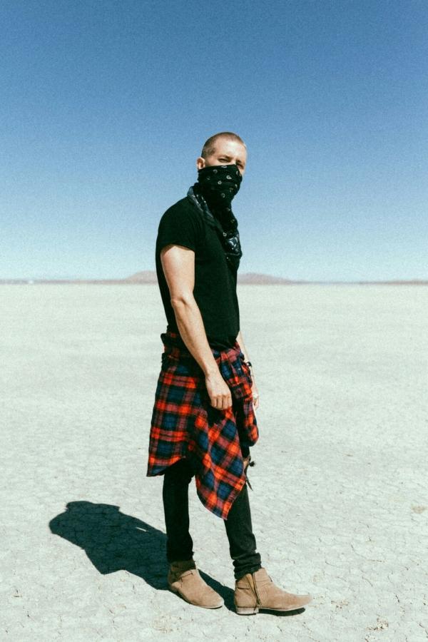 Маркус Рива снял клип в калифорнийской пустыне